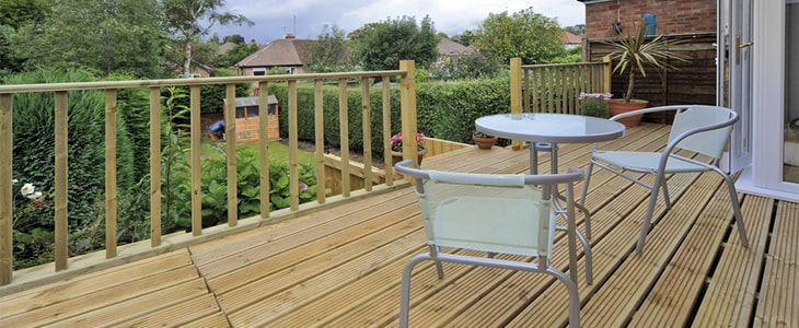 how to clean your decking feature image