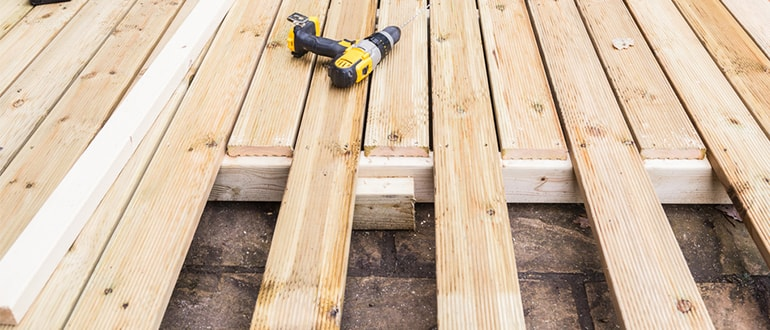 how to replace broken or rotten decking boards feature image