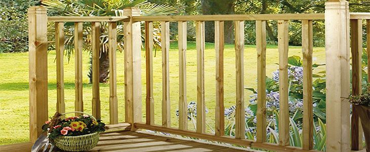why choose timber spindles or panels for your decking balustrade feature image