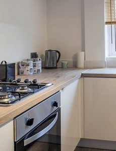 easy ways to accessorise your laminate kitchen worktops feature image