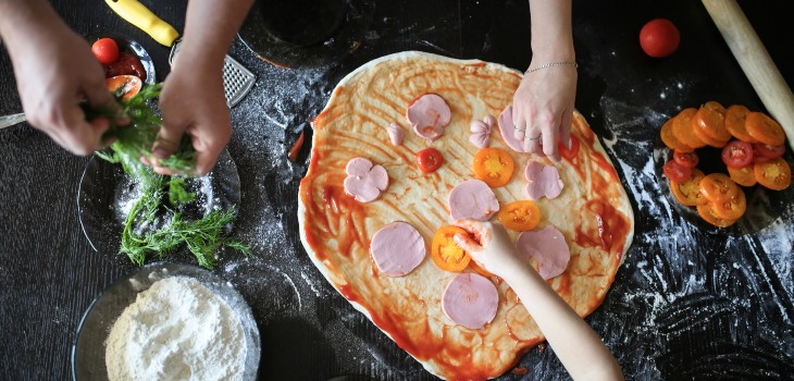 Making-Pizza